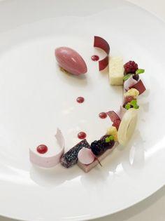 Daniel Roos dessertkonditor – Pastry Design   Daniel Roos heter jag, konditor till yrket och sedan 2009 är jag medlem i det Svenska Kockland...
