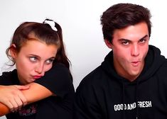 Ethan And Grayson Dolan, Ethan Dolan, Dolan Twins Wallpaper, Squad Pictures, Emma James, Emma Chamberlain, Vlog Squad, Mom And Dad, Couple Goals