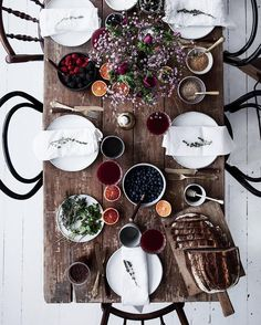 New breakfast table setting ideas friends 31 Ideas Breakfast Table Setting, Nook Table, Table Setting Inspiration, Welcome To My House, Ivy House, Dinner With Friends, Trends, Elle Decor, Dinner Table