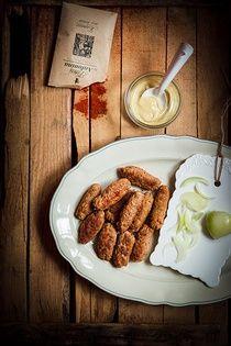ČEVABČIČI Směs na oblíbený a známý pokrm balkánské kuchyně (z mletého masa). Obsahuje mletou sladkou i pálivou papriku, pepř černý, nové koření,...