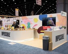 A trade show booth offers myriad opportunities to convey your brand precisely. From setting goals to design, here's what you need to know. Exhibition Stall, Exhibition Stand Design, Exhibition Display, Trade Show Booth Design, Trade Show Booths, Expo Stand, Pop Up Market, Backdrop Design, Marketing