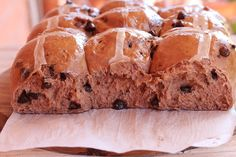 Forum Thermomix - The best Thermomix recipes and community - Maddys Chocolate Hot Cross Buns Chocolate Hot Cross Buns, Thermomix Bread, Bellini Recipe, Easter Recipes, Easter Food, Sweet Buns, Baking Recipes, Yummy Treats, Food Processor Recipes