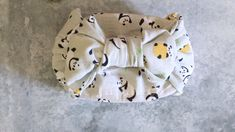 Japanese people wrap up their bento box neatly and often in cute way with a bow. This post will show you how to wrap Bento box like Japanese do with Tenugui. Bento Box Lunch For Kids, Cute Bento Boxes, Japanese Bento Box, Japanese Snacks, Japanese Food, Bento Recipes, Lunch Box Recipes, Bento Ideas, Diy Craft Projects