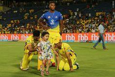 Dhoni with ziva after the match with Punjab. Ziva Dhoni, World Cricket, Test Cricket, Chennai Super Kings, Mahi Mahi, Best Player, Ali, Legends, Stars