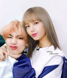 Is this real? Because it is adorable and my heart is broken. Kpop Couples, Cute Couples, Bts Taehyung, Jhope, Jimin, Foto Bts, Banda Kpop, K Pop, Bts Girl