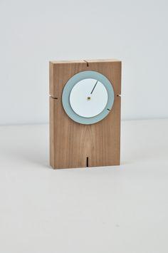 Klok Still van Lotty Lindeman & Wouter Scheublin. Schijven ipv wijzers. On show tijdens Gimmii Dutch Design Days 29-31 aug Noorderstraat 8, Utrecht samen met veel design van 35 andere ontwerpers. Leuk je daar te zien!