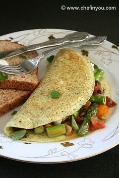 Healthy Egg white Omelet gets an additional nutritional bump with the addition of Quinoa. Summer vegetables, pesto and cottage cheese make it a complete bliss. Healthy Omlet Recipes, Good Healthy Recipes, Healthy Breakfast Recipes, Healthy Foods To Eat, Brunch Recipes, Veggie Recipes, Healthy Cooking, Cooking Recipes, Vegetarian Breakfast