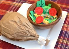 Keep em busy crafting a turkey drumstick made with a brown paper lunch bag that is stuffed with newspaper and a salad from foam pieces Thanksgiving Preschool, Thanksgiving Feast, Thanksgiving Recipes, Fall Recipes, Pretend Food, Play Food, Pretend Play, Turkey Drumsticks, Peru