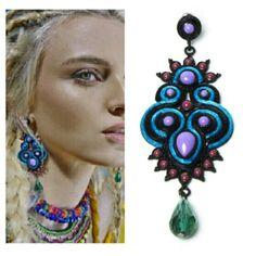 Brinco Étnico direto de chicago formas geométricas, tribais e navajos. Linhas entre os brincos com pedras naturais estilo gipsy lilás, vermelho borgonho e pedra sinté esverdeado. Uma linha única, com qualidade e beleza excepcional. #boho #bohochic #bohostyle #brincoetnico #gipsy #navajos #trend #tendência #bohemianchic #boemianstyle
