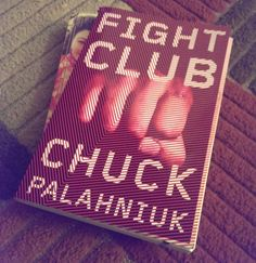 Uma lista de livros de entretenimento e reflexão que incluem Harry Potter, Paulo Coelho, Huxley, Bukowski e Palahniuk.