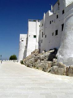 Le mura di Ostuni - Puglia www.apuliadestination.com
