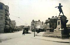 O poza foarte interesanta din perioada 1935-1940 facuta in cartierul Cotroceni mai precis pe Șoseaua Cotroceni.(in spatele celui care a facut poza se fla Podul Cotroceni - numit în anii interbelici şi Podul Regina Maria). În stânga, imobilul cu cinematograful, (Cinema Cotroceni la nr. 9, in stanga My Town, Bucharest, Romania, Cartier, Louvre, Street View, Antiques, Building, Travel