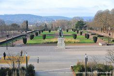 Esplanade (7)   L'Esplanade est un jardin « à la française » aménagé au début du 19ème siècle en lieu des derniers vestiges et fossés de la Citadelle du 16ème siècle. Il offre une belle vue sur le mont Saint Quentin, et la nouvelle Place de la République, inaugurée en 2010, est conçue comme sa continuité, en version moderne…  Découvrez la en venant nous rendre visite :-) !