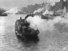 Incredible photo of steam powered barges carrying stout along the liffey, Dublin 1911 #rebellion16