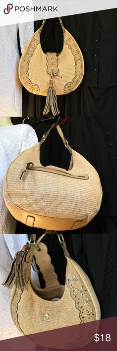"""⛰MIZRAHI BAG EUC. SNAP TOP ⛰MIZRAHI BAG EUC. SNAP TOP. EVERYTHING SOLID! NO RIPS STAINS HOLES TEARS! ALL GROMMETS IN PLACE. WEAR SHOWS ON CHARM WHICH IS NOT ORIGINAL-- you can take it off. VERY COOL BAG! 14""""x14"""" WITH 10"""" DROP. Isaac Mizrahi Bags Shoulder Bags"""