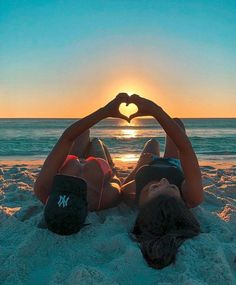 Summer Vibes Inspo Aesthetic Photography - Fushion News Cute Beach Pictures, Cute Friend Pictures, Best Friend Pictures, Friend Pics, Creative Beach Pictures, Tumblr Summer Pictures, Family Pictures, Best Friend Photography, Summer Photography