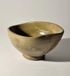 Japanese old karatsu tea bowl, early Edo period, circa late 16th - early 17th century