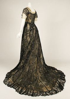 Vintage Costumes Evening dress ca. via The Costume Institute of the Metropolitan Museum of Art - 1900s Fashion, Edwardian Fashion, Vintage Fashion, Vintage Beauty, Old Dresses, Pretty Dresses, Vintage Gowns, Vintage Outfits, Vintage Hats