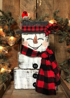Frosty the Snowman, Rustic Christmas Decorations, Vintage Holiday Decor, Farmhouse Snowman, Reclaime Frosty the Snowman! These adorable hand painted snowmen are made from reclaimed wood and measure approximately 15 Christmas Wood Crafts, Farmhouse Christmas Decor, Holiday Crafts, Christmas Projects, Christmas Diy, Christmas Wreaths, All Things Christmas, 1950s Christmas, Pallet Christmas