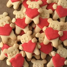 Nut-hugging bear cookies by Maa Tamagosan Bear Cookies, Biscuit Cookies, Cute Food, Yummy Food, Cute Desserts, Aesthetic Food, Creative Food, Cookie Decorating, Christmas Cookies