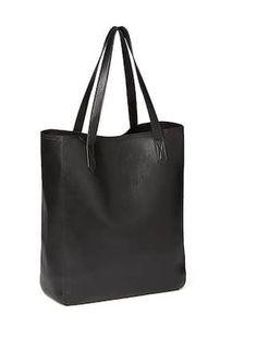 Classic Black Tote $34.94 // Old navy, handbag, black handbag, affordable handbags, tote bags, spring style, summer style, affordable fashion