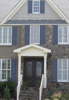 Medium & Light Gray & White with Slate Blue shutters Exterior Color Schemes, Grey Exterior, Exterior House Colors, Big Blue House, Black House, Grey Siding, Shutter Colors, Blue Shutters, Hollywood Homes