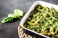 Zwolennikom szpinaku ten przepis na pewno przypadnie do gustu. Zapiekanka makaronowa ze szpinakiem i szynką parmeńską to super pomysł na smaczny obiad. Mozzarella, Green Beans, Vegetables, Food, Essen, Vegetable Recipes, Meals, Yemek, Veggies