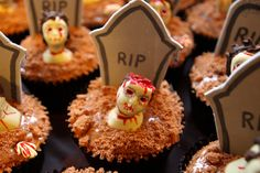 @bakingincouture zombie cupcakes creepy cool!!