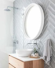 Bathroom design ideas are very attractive. For those of you who are looking for inspiration for a luxurious, modern bathroom design, to a simple bathroom design. Simple Bathroom Designs, Modern Bathroom Design, Bath Design, Modern Bathrooms, Modern Design, Bad Inspiration, Bathroom Inspiration, White Bathroom, Small Bathroom