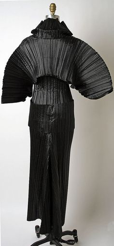 Issey Miyake F/W 1989 Met Collection- back
