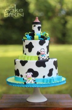 One of my favorite special occasion cakes to make are baby shower cakes for my past brides and grooms! Cow Baby Showers, Cowgirl Baby Showers, Baby Shower Cakes For Boys, Baby Boy Cakes, Baby Shower Desserts, Cow Birthday Cake, Cow Cakes, Cow Decor, Farm Cake