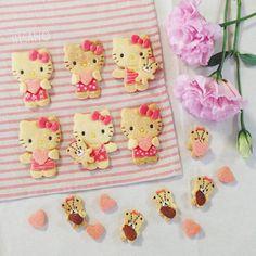 Hello Kitty cookies by hisano (@hisano.rr)