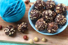 """Ferrero rocher"" bliss balls with roasted hazelnuts and cacao - find the recipe for this indulgent, but healthy treat over on the. Easy Healthy Breakfast, Healthy Snacks, Breakfast Recipes, Healthy Life, Ferrero Rocher, Baking Recipes, Snack Recipes, Dessert Recipes, Vegan Desserts"