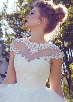 AdoraSposa 2017  Roma Collection #bridal #wedding #weddingdress #weddinggown #bridalgown #dreamgown #dreamdress #engaged #blush #romantic #inspiration #bridalinspiration #train #princess #weddinginspiration #adorasposa #weddingdresse Bridal Gowns, Wedding Gowns, Dream Dress, Wedding Inspiration, Blush, Romantic, Princess, Lace, Train