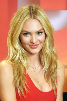 Coveting Candice Swanepoel's soft waves? Here's the hot tool you need! // #hairtips