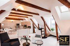 La sugerente atmósfera que se respira en esta vivienda se debe en buena parte al contraste logrado entre la madera y el color blanco. Original House, la tienda de muebles, decoración y regalos que le gusta compartir buenas ideas.