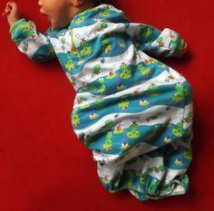 Schlafgewand für kleine Winzlinge - Schnittmuster und Nähanleitung via Makerist.de