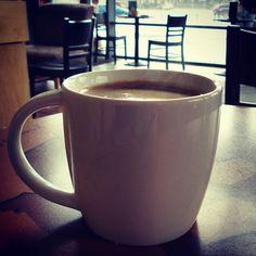 Miło patrzeć zza grande americano jak cała okolica moknie :) #starbucks #wrocław #wroclaw #polska #poland #coffee #kawa #rain #deszcz