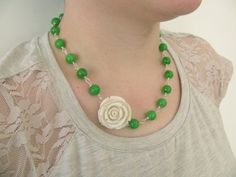 Flower necklace White flower and green beads Romantic necklace Spring jewellery