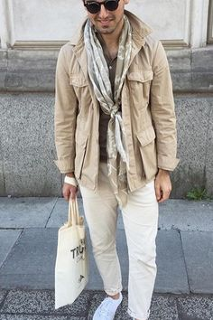 Pañuelo estilo. Safari Jacket, Men's Fashion, Fashion Outfits, Moda Casual, Outfit Grid, Field Jacket, How To Wear Scarves, Men Style Tips, Jacket Style