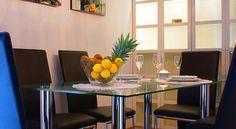 Apartment Butorac , Zagabria, Croazia-Situato a Zagabria nell'area di Dubrava, a 2,5 km dallo Stadio Maksimir e a 5,5 km dalla piazza principale, l'Apartment Butorac vanta arredi in stile moderno, la connessione WiFi gratuita e un balcone con vista sulla città.  L'appartamento è dotato di aria condizionata, TV satellitare a schermo piatto, area salotto e cucina completamente attrezzata con lavastoviglie e forno a microonde. Il bagno privato è completo di doccia, vasca e set di cortesia. A…