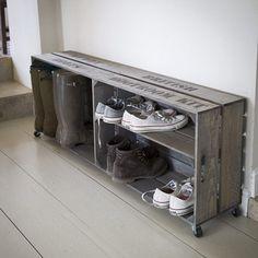 Rangement à chaussures en bois d'épicéa sur roulettes Colworth : Decoclico