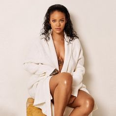 Only rihanna can make non foot fetish people into foot fetish people. Rihanna Makeup, Rihanna Outfits, Rihanna Photos, Rihanna Riri, Rihanna Style, Rihanna Fenty Beauty, Rihanna Song, Jenifer Lawrence, Celebs