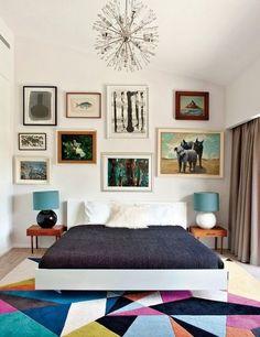 """Tapetes dão uma """"recheada"""" no quarto, especialmente se você não tem muitos móveis.   16 jeitos fáceis de fazer seu quarto virar o melhor lugar do mundo"""