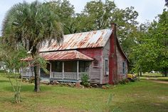 Perfect little Florida Cracker House, photo by Black. Vintage Florida, Old Florida, Florida Home, Florida Trees, Florida Style, Old Abandoned Houses, Abandoned Buildings, Abandoned Places, Cracker House