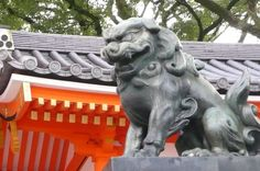 Guardian lion-dog at Shinto shrine  [Guardian]  Image, such as a pair of lions that have been placed in such as before the shrine of Chatou and shrine (lion). It is said to be one for the talisman. Frame.