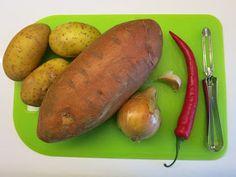 KANNEN ALLA: Chili-bataattisosekeitto Baked Potato, Chili, Potatoes, Baking, Vegetables, Breakfast, Ethnic Recipes, Food, Bread Making