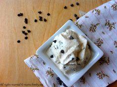 Eccovi finalmente la ricetta per preparare a casa un buonissimo gelato alla stracciatella senza gelatiera ma con il bimby. Leggi la ricetta...