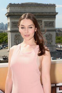 June 19: Terminator Genisys Paris Photocall - tgfrancephotocall 0013 - Adoring Emilia Clarke - The Photo Gallery