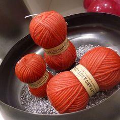 balls of wool / pelote de laine La Française